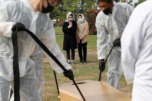 عکس/ دفن قربانیان کرونا در نقاط مختلف جهان