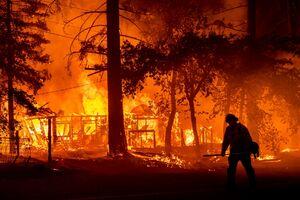 فیلم/ فرار آتش نشانان آمریکایی از آتش