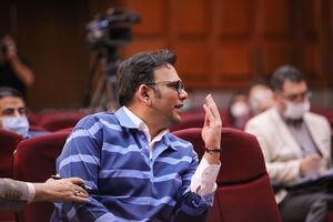 عکس/ عصبانی شدن متهم فساد میلیاردی در دادگاه!