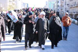عکس/ حضور رئیس سازمان اطلاعات سپاه در راهپیمایی ۲۲ بهمن