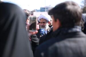 عکس/ سلفی با حجتالاسلام طائب در راهپیمایی ۲۲ بهمن