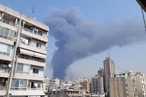 فیلم/ فرار مردم از محل آتش سوزی در بندر بیروت