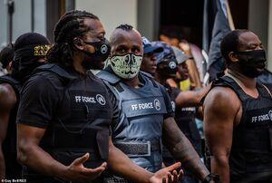 فیلم/ رژه گروه سیاهپوستان مسلح در آمریکا