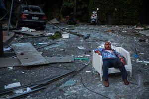 عکس/ استراحت یک لبنانی در خون