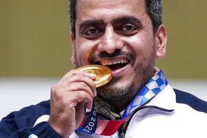 عکس/ اولین مدال طلای کاروان ایران در توکیو