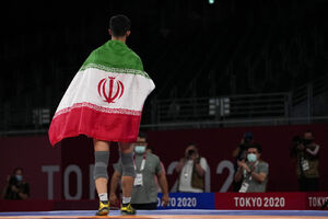 عکس/ دور افتخار پهلوان ایرانی محمدرضا گرایی