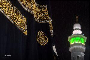 بارش باران در مسجدالحرام در شب میلاد پیامبر(ص) +فیلم