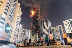 عکس/ آتش سوزی مهیب در آسمان خراش شارجه