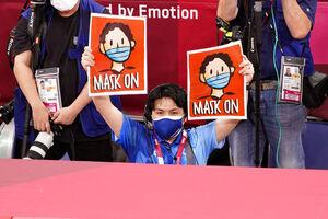 عکس/ راهکار ژاپنیها برای عکس یادگاری قهرمانان بدون ماسک