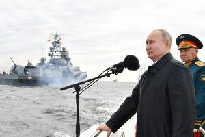 عکس/ حضور ناوشکن «سهند» در رژه دریایی روسیه